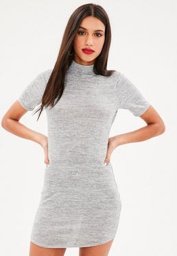 Vestido corto de cuello alto en gris
