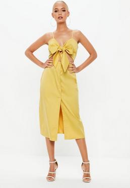 Vestido midi abotonado con lazo en amarillo mostaza