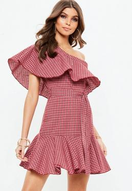 Czerwona sukienka na jedno ramię