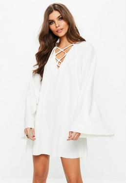 Biała sukienka z wiązaniem na dekolcie