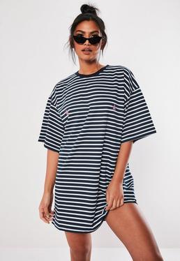 Vestido camiseta oversize a rayas en azul marino