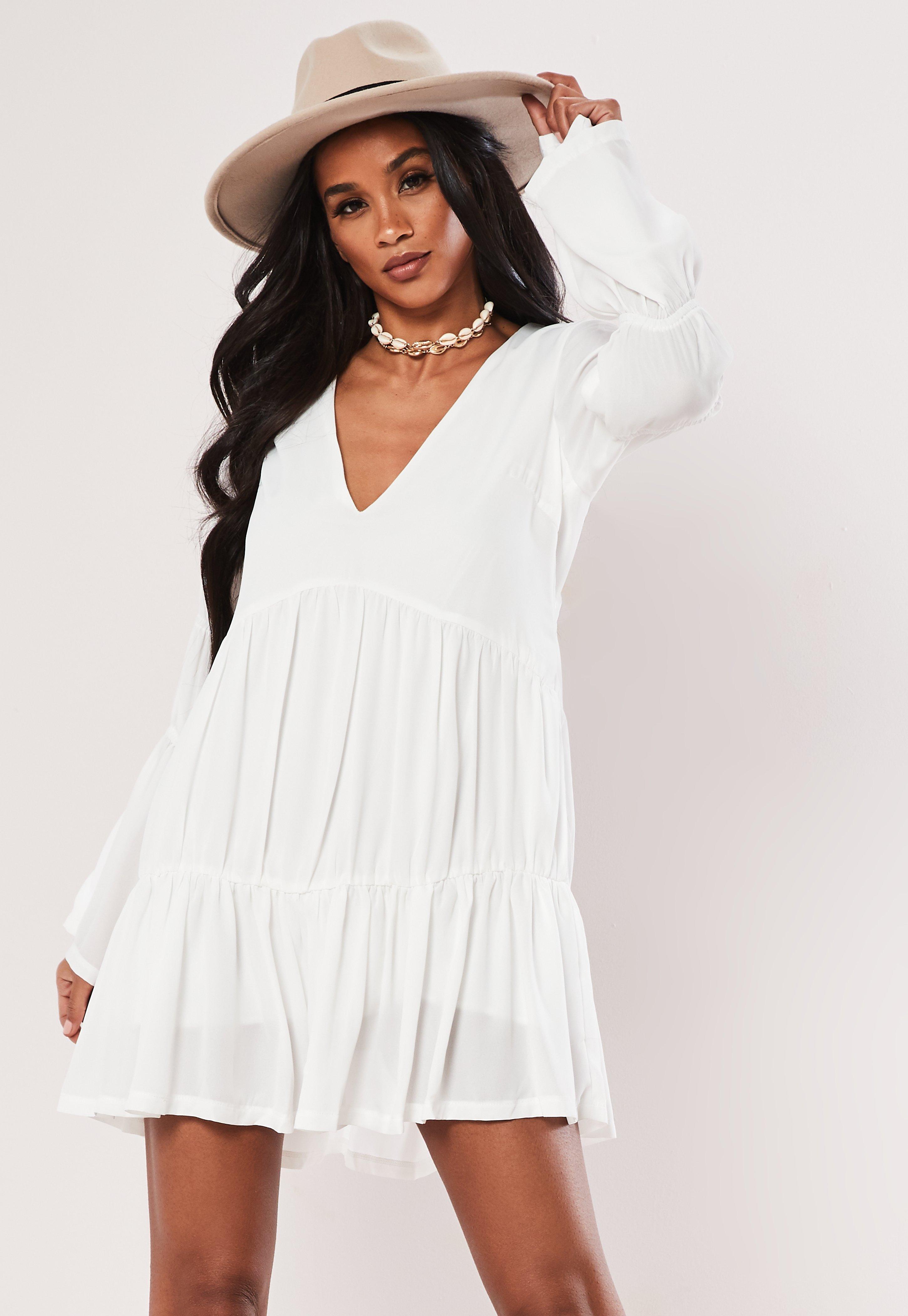 am besten online Qualitätsprodukte große Auswahl an Farben und Designs Gestuftes Hängerkleid in Weiß