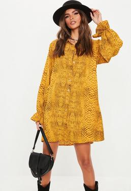 Платье-рубашка желтого цвета с принтом змеи