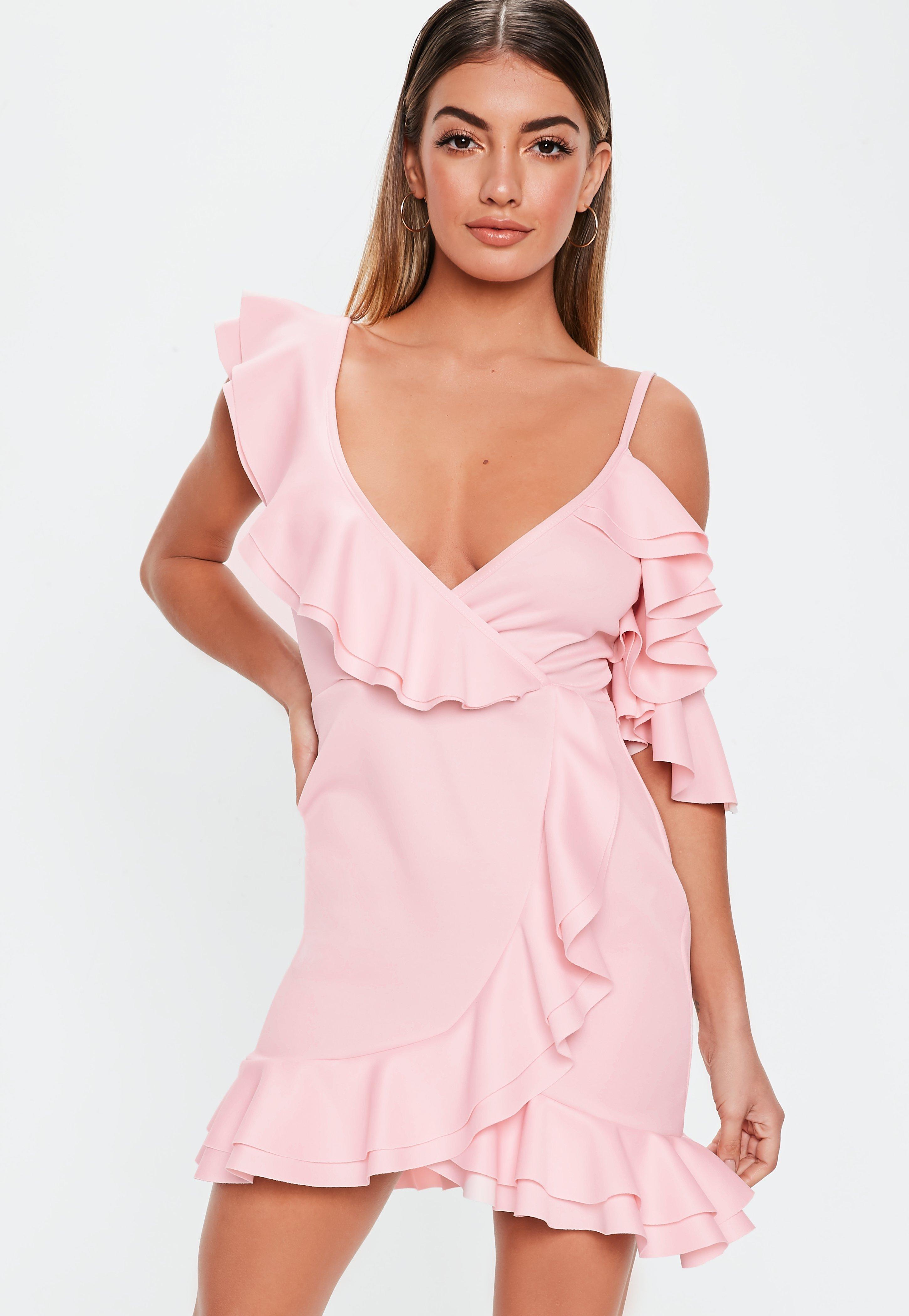 2e9ee52b919 Robe courte rose pale à volants