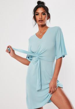 d9c975c95e Jasnoniebieska sukienka z wiązaniem z przodu