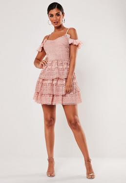 Мини-платье с открытыми плечами и кружевной отделкой Blush Lace