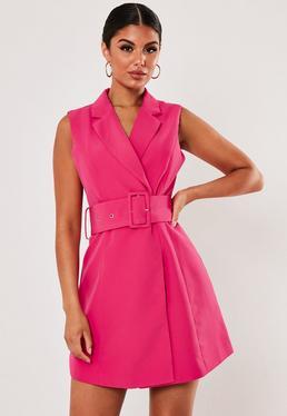 Розовое мини-платье с поясом без рукавов