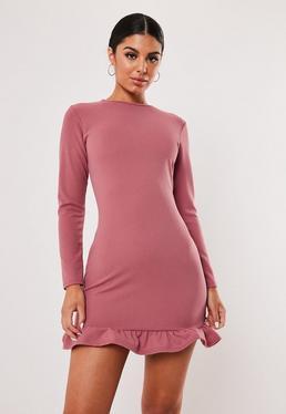 Розовое облегающее платье с длинными рукавами и длинными рукавами