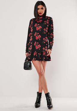 Чёрное платье с цветочным принтом и заниженной талией