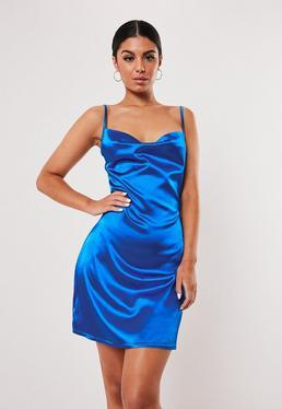 Синее атласное платье-футляр с капюшоном