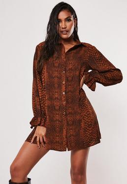 Rust Платье-рубашка с рюшами и змеиным принтом