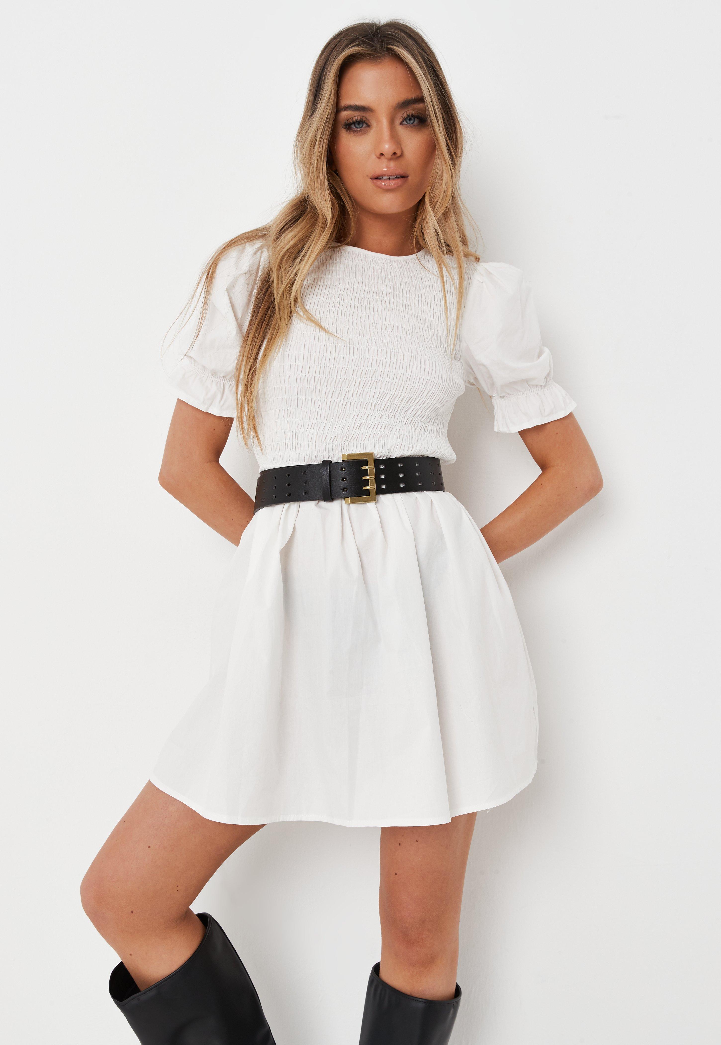 Gesmoktes Kleid mit Rüschen-Ärmeln in Weiß