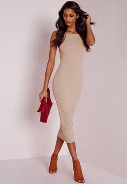 Beżowa prążkowana sukienka za kolano z kwadratowym dekoltem