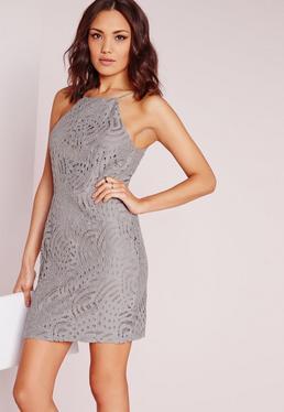 Figurbetontes Kleid mit geradem Ausschnitt und Quastenschnürung in Grau