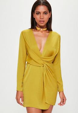 Żółta satynowa sukienka kopertowa