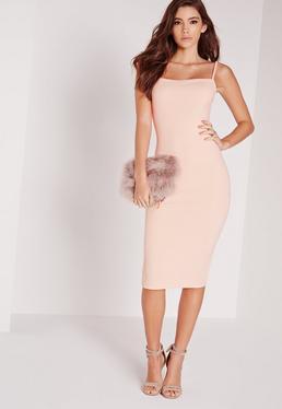 Beżowa sukienka za kolano z kwadratowym delkotem