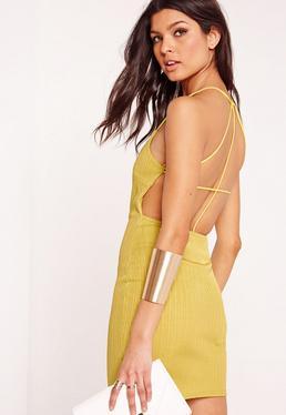Geripptes figurbetontes Kleid mit Riemchendesign in Grün