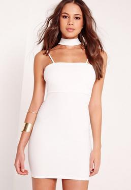 Figurbetontes Jerseykleid mit Chokerkragen in Weiß