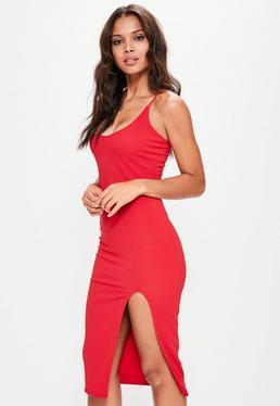 Robe mi-longue rouge fendue