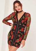 Czerwona haftowana sukienka z głębokim dekoltem i zamkiem