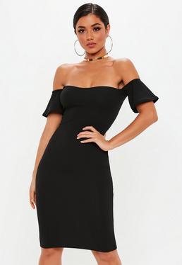 Czarna dopasowana sukienka bardotka za kolano