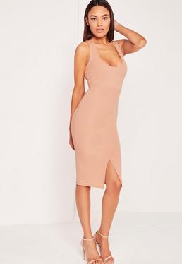 Geripptes figurbetontes Kleid mit U-Ausschnitt und Schlitz vorn in Nude