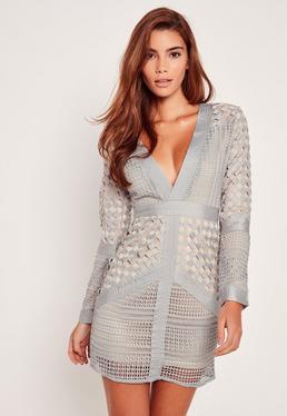 Vestido ajustado y escotado de encaje gris