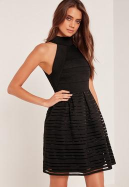 Robe patineuse noire col montant effet bandage