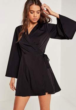 Seidiges Swing-Kleid mit Kimonoärmeln in Schwarz