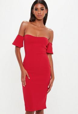 Czerwona dopasowana sukienka bardotka za kolano