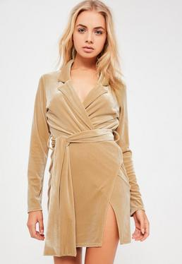 Beżowa welurowa zawijana sukienka marynarka