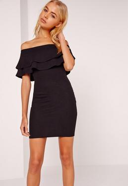 Czarna krótka dopasowana sukienka z falbaną