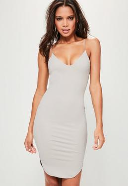 Szara sukienka na ramiączkach do kolan z zaokrąglonym dołem