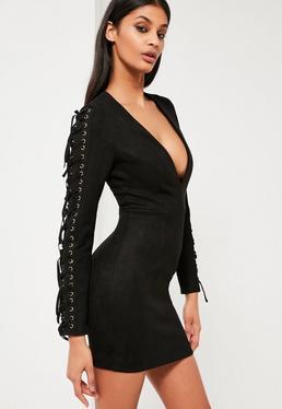 Czarna zamszowa sukienka z frędzlami na rękawach i głębokim dekoltem Peace + Love
