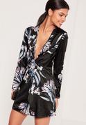 Vestido cruzado sedoso con diseño floral