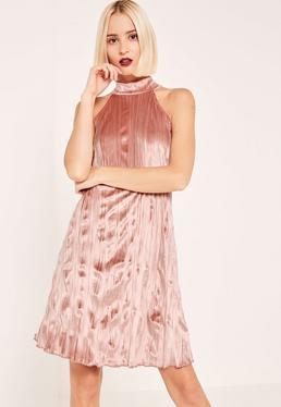 Robe évasée rose col montant en velour plissé