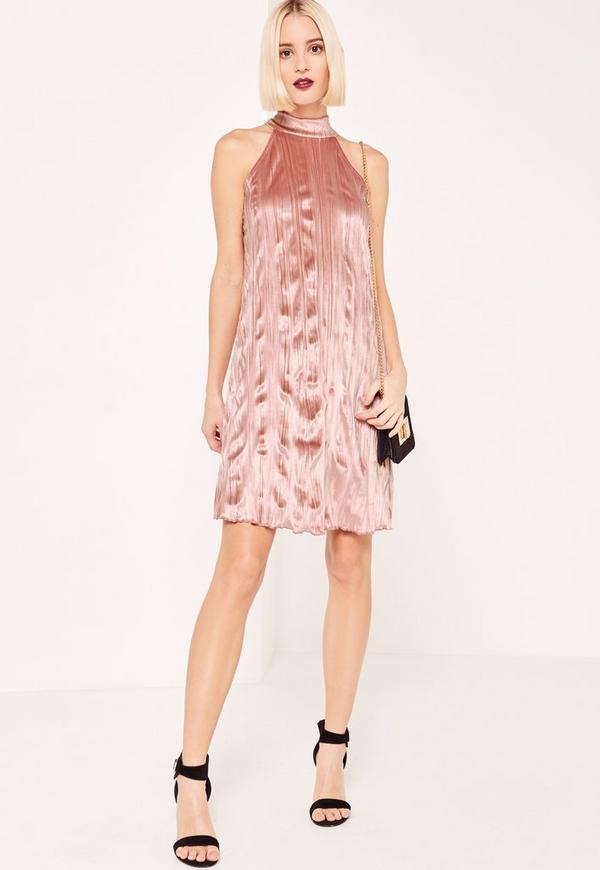 Vestido con vuelo de terciopelo plisado con cuello alto rosa ...