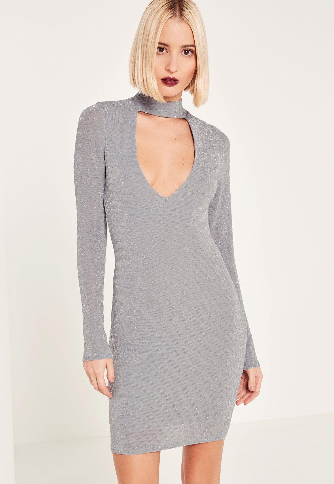 Figurbetontes Lurex-Kleid mit Choker-Ausschnitt und geschwungenem ...
