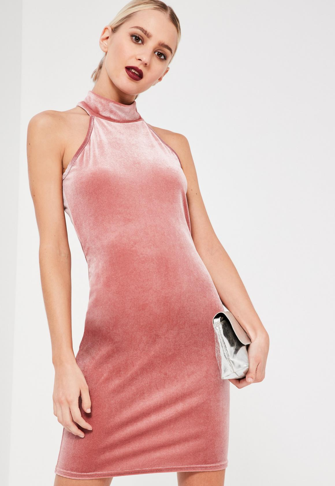 Vestido ajustado sin mangas de terciopelo con cuello alto rosa ...