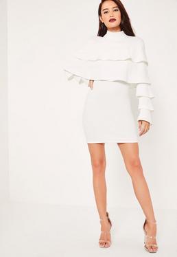 Figurbetontes gerüschtes Kleid aus Kreppstoff im Lagenlook in Weiß
