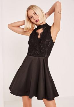 Czarna rozkloszowana sukienka z dodatkiem koronki i chokerem