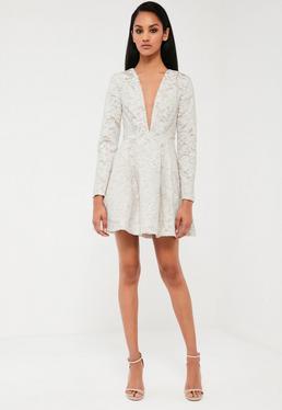 Biała rozkloszowana sukienka z koronki z głębokim dekoltem Peace + Love