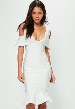 Biała bandażowa sukienka midi z wyciętymi ramionami i ozdobnymi falbanami