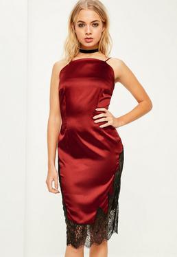 Czerwona satynowa sukienka midi zakończona koronką