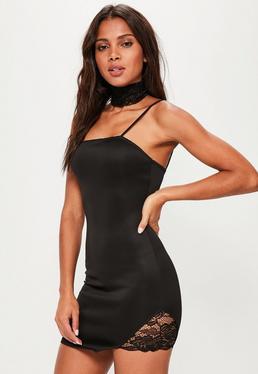 Figurbetontes Träger-Minikleid mit Choker und seitlicher Spitzenverzierung in Schwarz