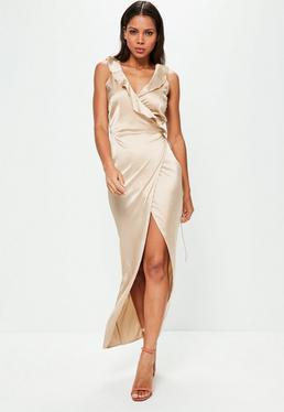 Maxi Wickel-Kleid mit Rüschen Ausschnitt in Nude