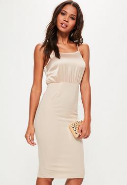 Beżowa sukienka midi na ramiączkach z satynowymi wstawkami