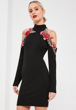 Czarna dopasowana sukienka z wyciętymi ramionami i ozdobnym kwiatowym haftem