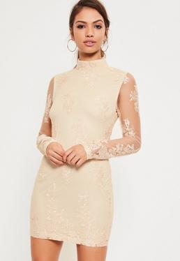 Robe moulante brodée nude manches en tulle