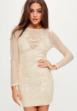 Beżowa dopasowana sukienka z długim rękawem z szerokiej siatki